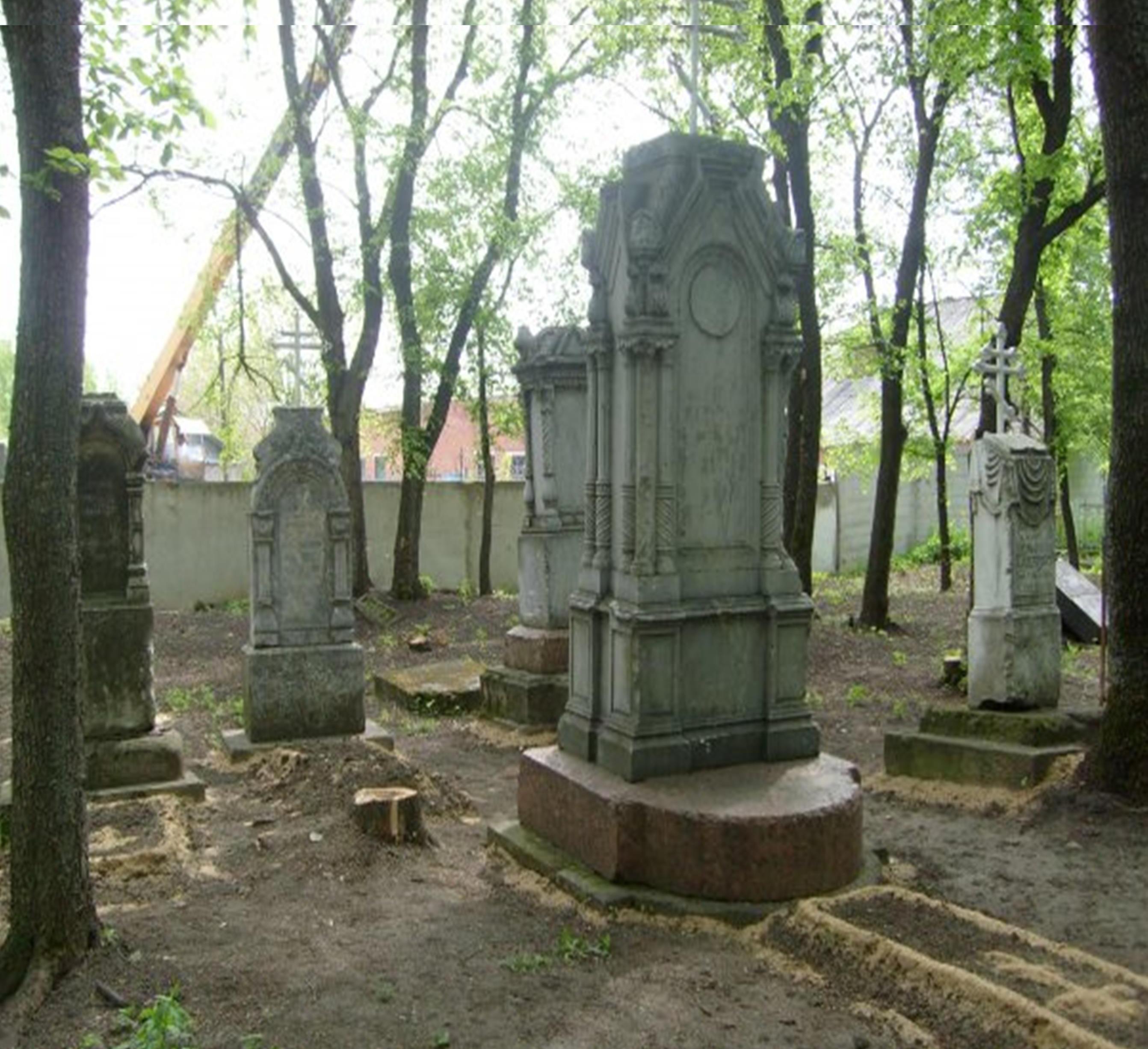 Заказ памятника на кладбище Бутурлиновка Ваза. Покостовский гранит Суздаль